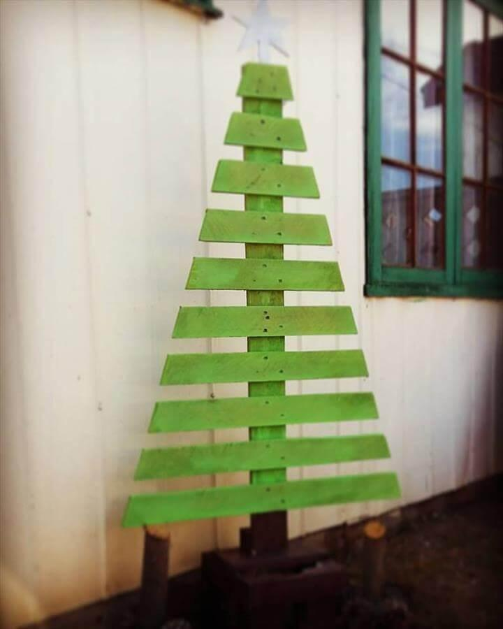 wooden pallet green painted tree decor