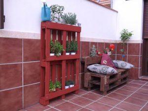 low-cost wooden pallet pot organizer
