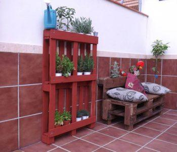 low-cost wooden pallet pot organizer