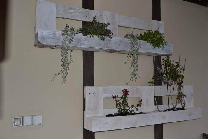 wooden pallet planter shelves