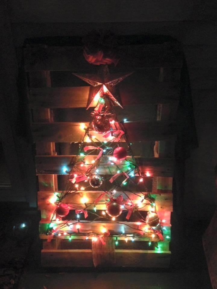 handmade wooden pallet tree with lights