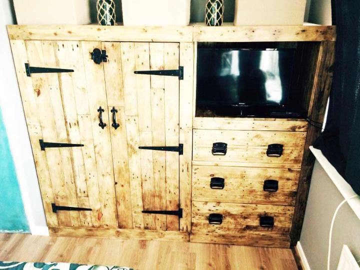 pallet TV cabinet with attached cupboard
