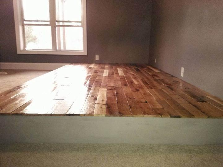 Reclaimed pallet wooden floor