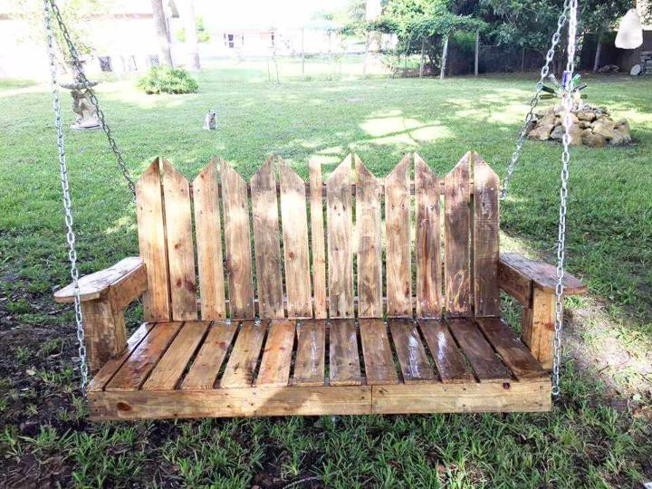 upcycled wooden pallet swing