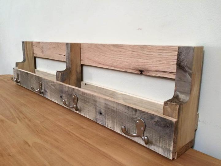 Diy Pallet Shelf With Metal Hooks Easy Pallet Ideas