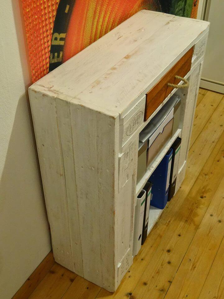 low-cost white wooden pallet side table