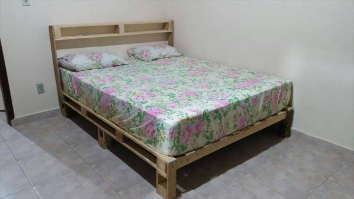 Bed Frame Out Of Pallets Easy Pallet Ideas