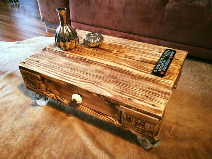 recycled pallet coffee table with one drawer