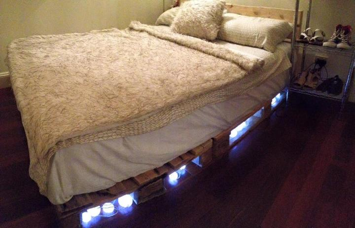Platform Pallet Bed With Lights Easy Pallet Ideas