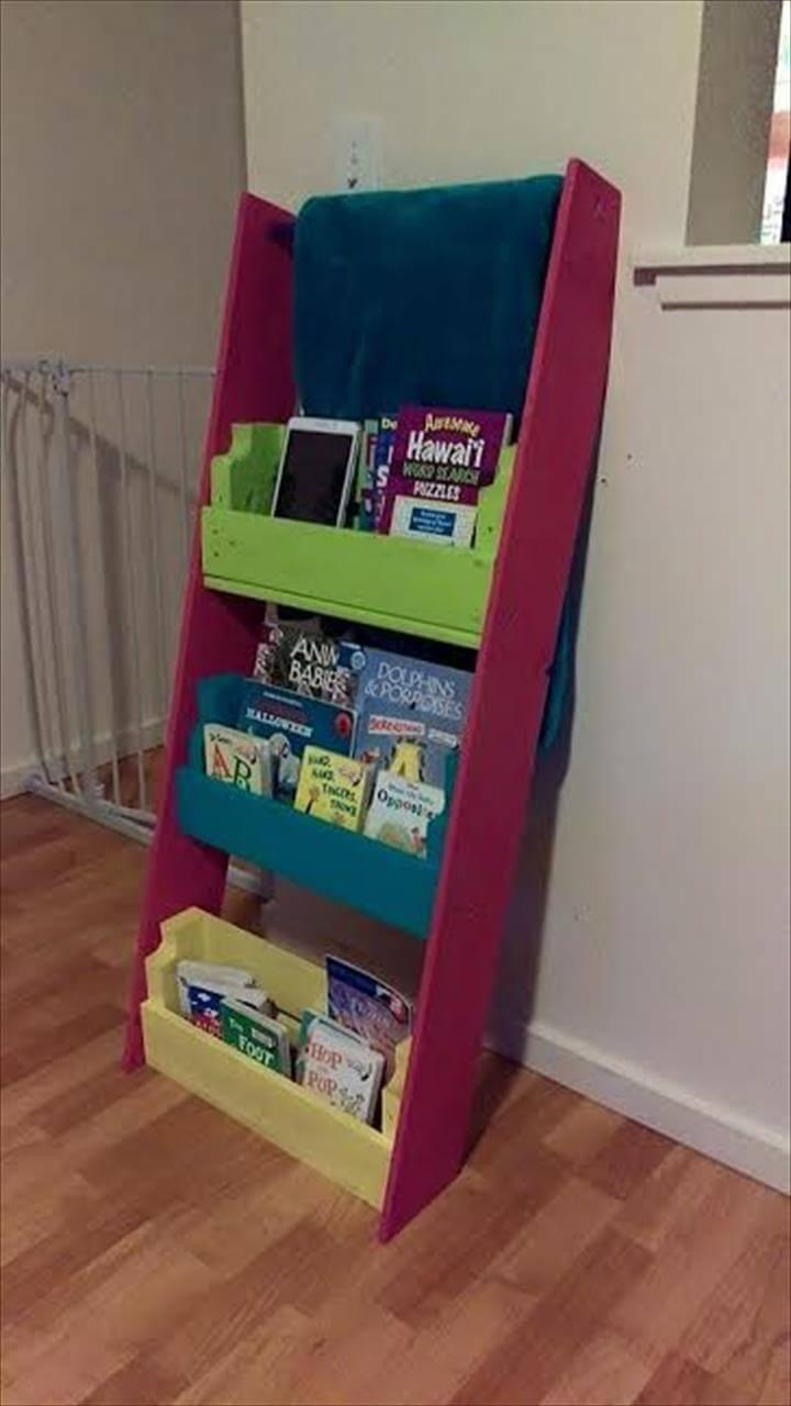 no-cost painted pallet bookshelf