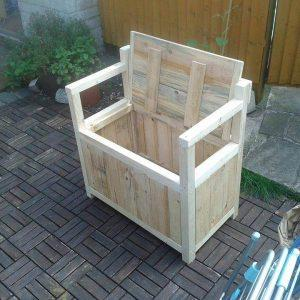 recycled pallet chair with storage