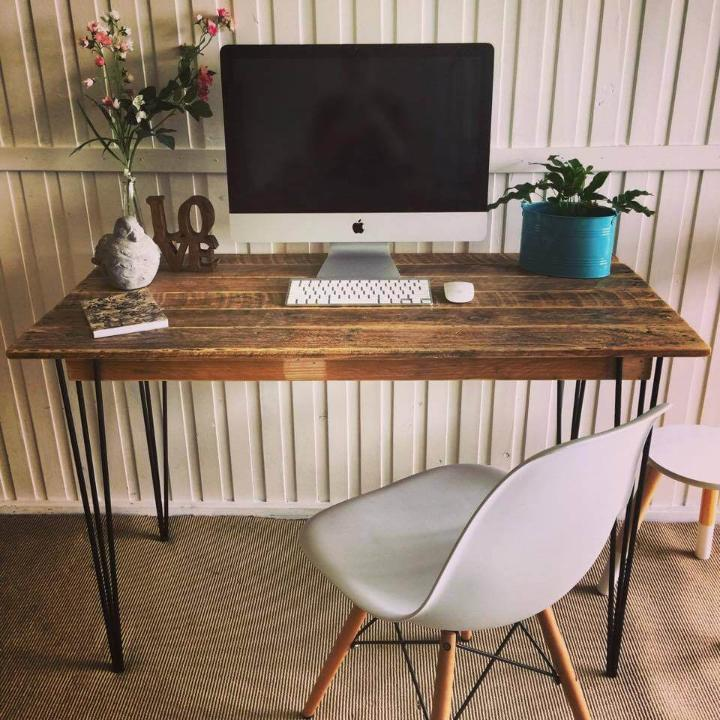 diy pallet computer desk with metal hairpin legs