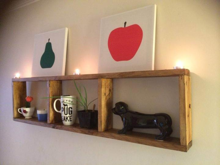 no-cost pallet wall display shelf