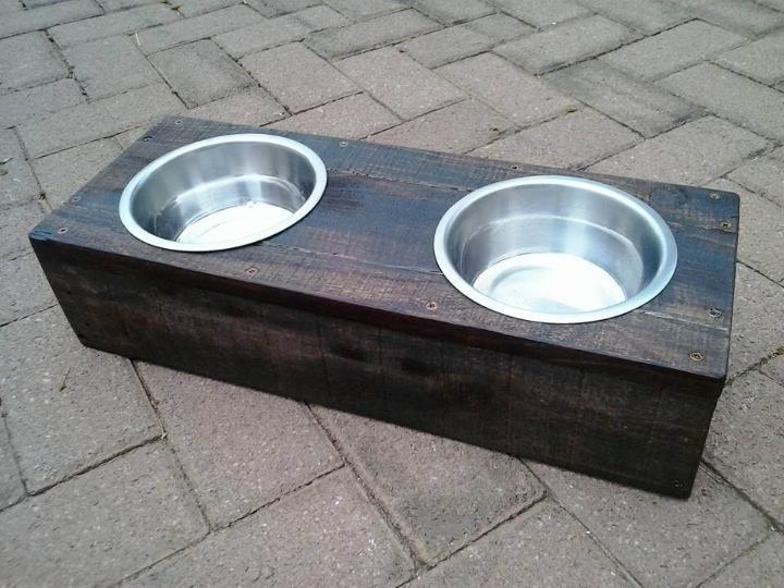 DIY pallet dog or cat bowl