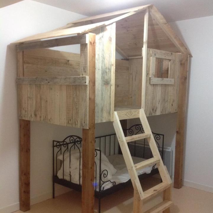 pallet kids playhouse inside the bedroom