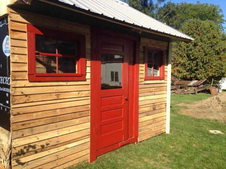 Make Your Own Pallet Shed or Pallet Cabin - Easy Pallet Ideas