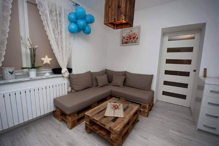 low-cost wooden pallet sectional sofa