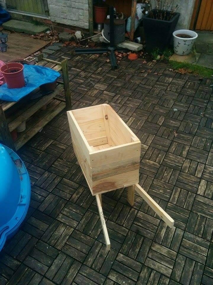 low-cost wooden pallet wheelbarrow