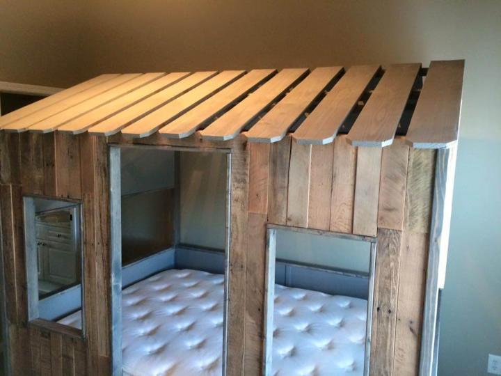 Accent pallet play house and bed for kids