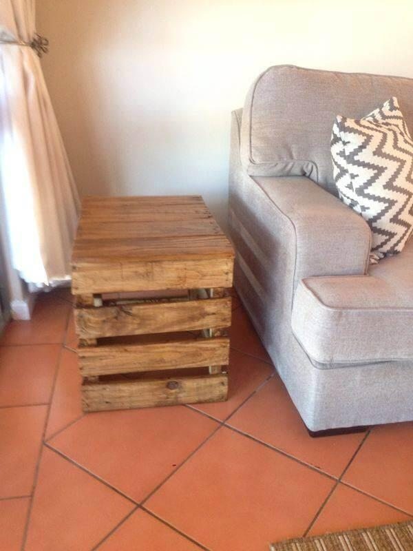 no-cost wooden pallet side table