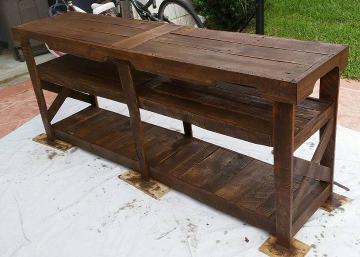 staining of pallet media console