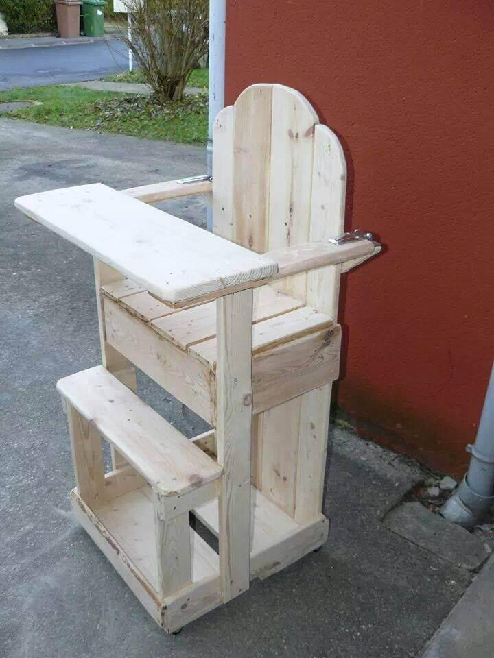 pallet toddler chair with desk surface in front