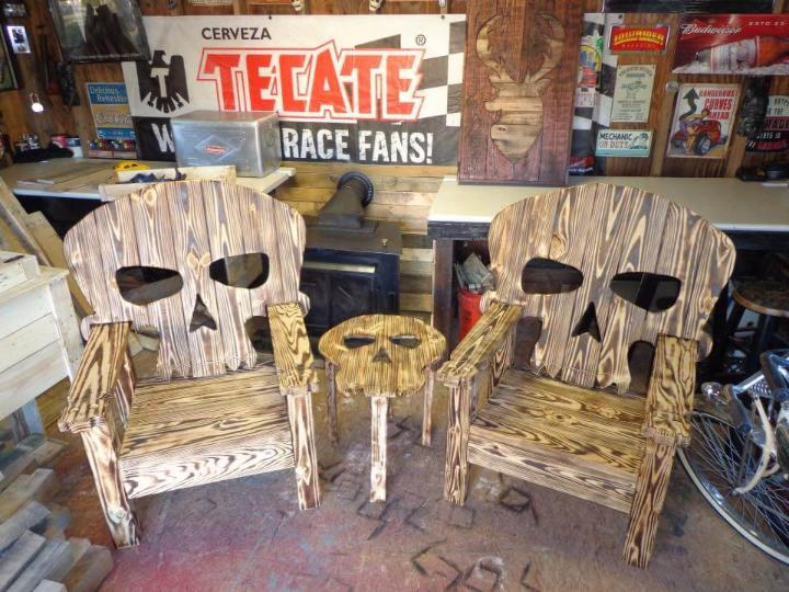 diy pallet horror chairs