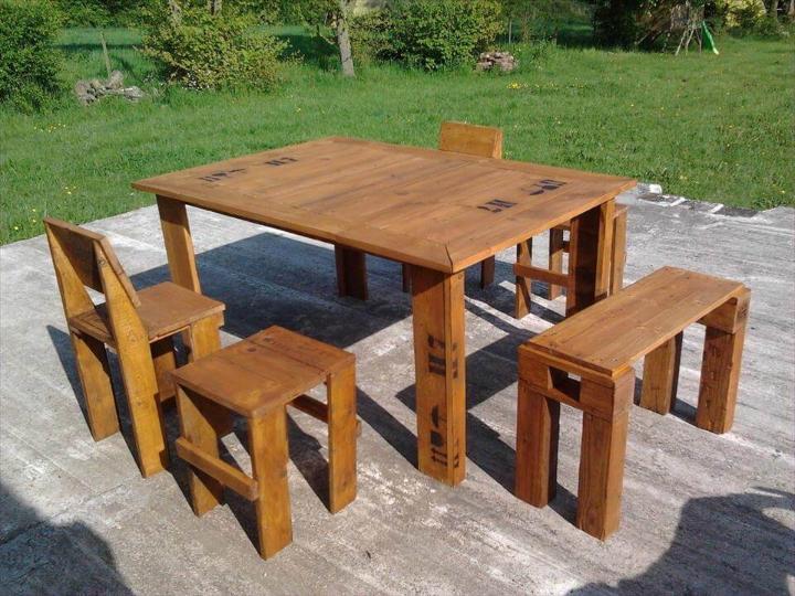 custom outdoor pallet dining set