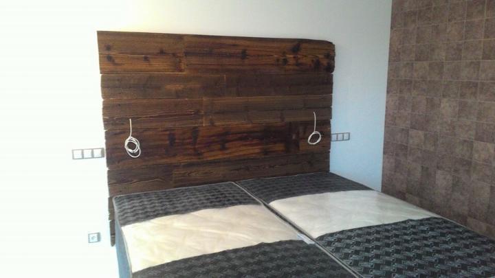 king size wooden pallet headboard