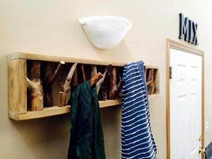 DIY Pallets and Tree Branch Coat Rack