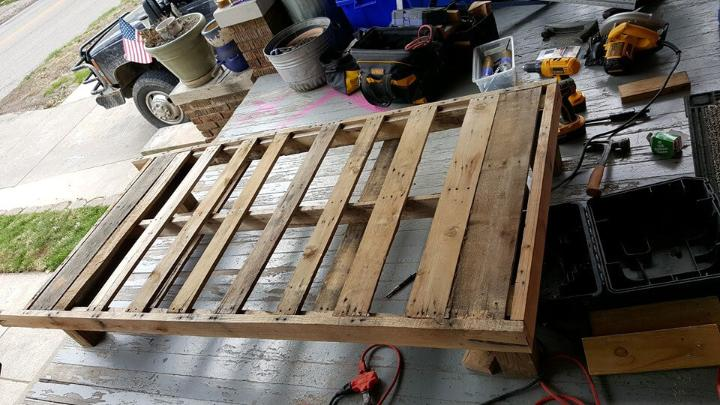 building a toddler bed with pallets