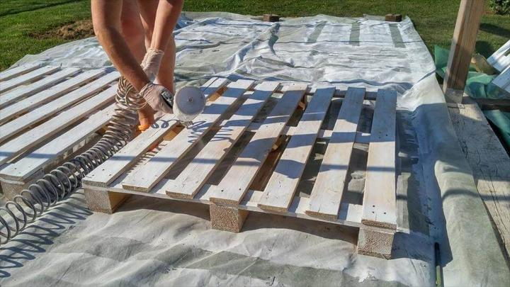 spray painting of pallets