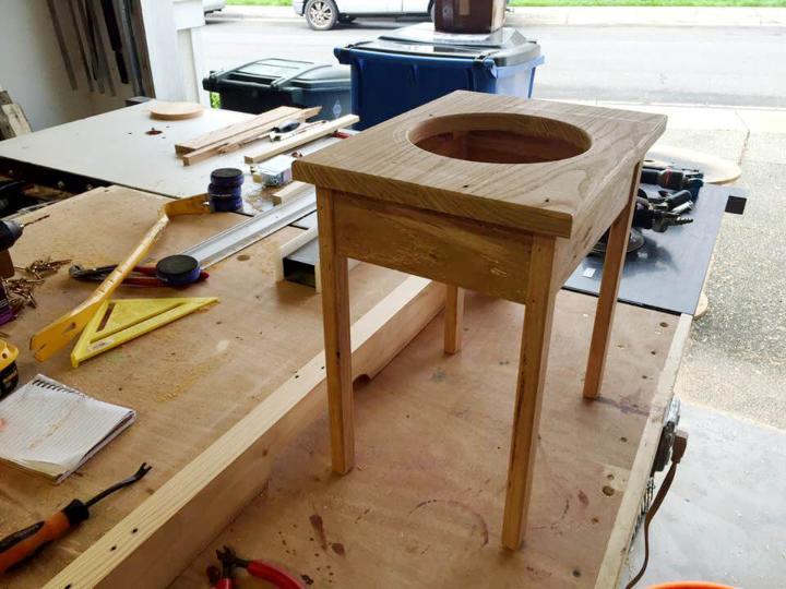 low-cost pallet dog bowl holder
