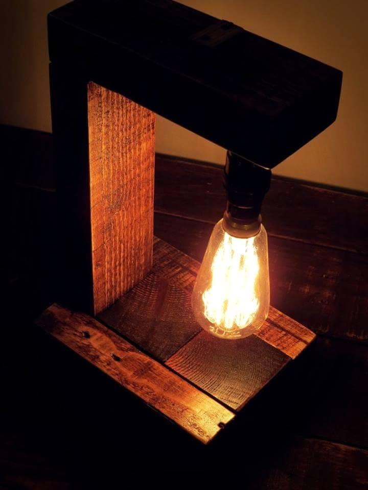 Reclaimed pallet table lamp
