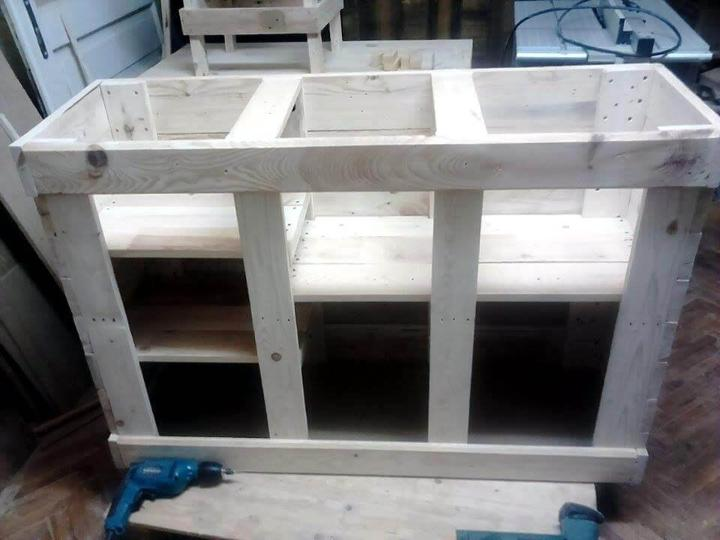 Repurposed pallet cabinet unit