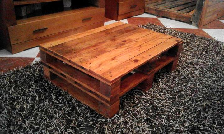 coffee table made of 2 pallets