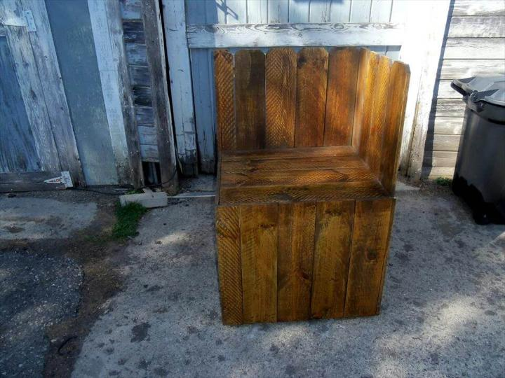 recycled pallet corner chair