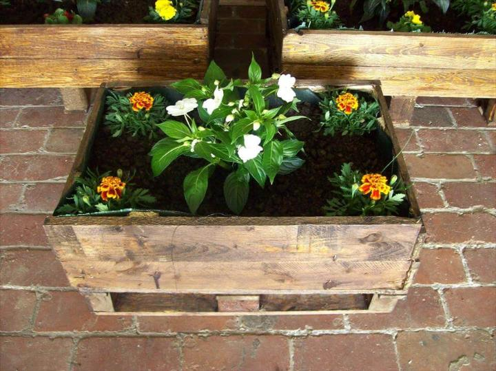 custom wooden pallet planter