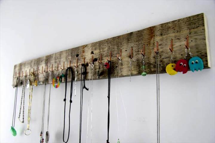 handmade pallet jewelry organizer
