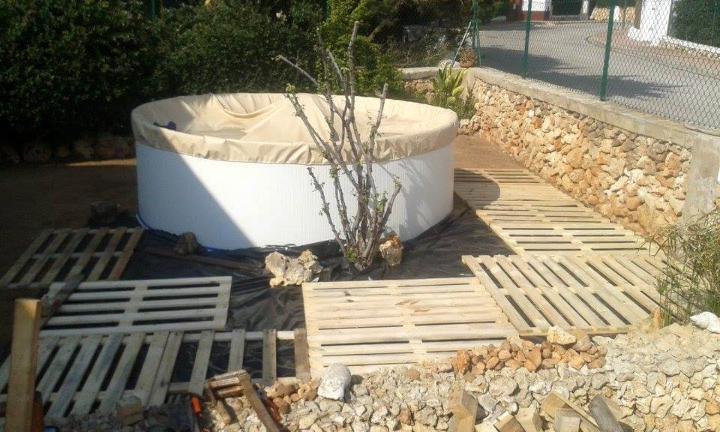 custom wooden pallet outdoor pool installation