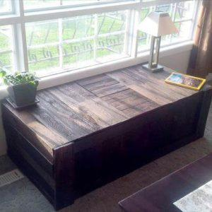no-cost rustic pallet window bench