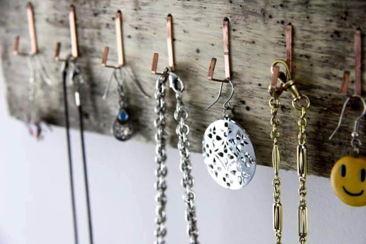 Wooden pallet jewelry organizer
