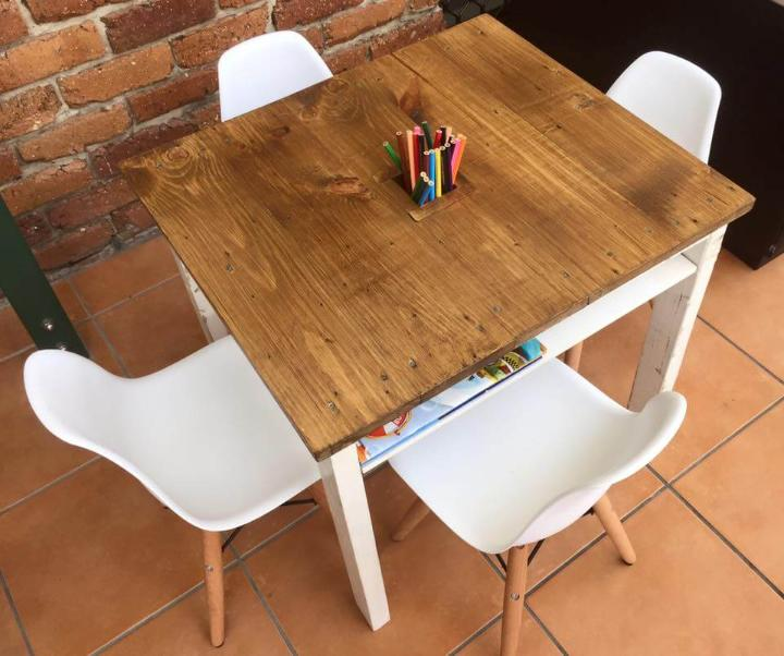 handmade dual toned pallet kids table with bookshelf and pencil holder