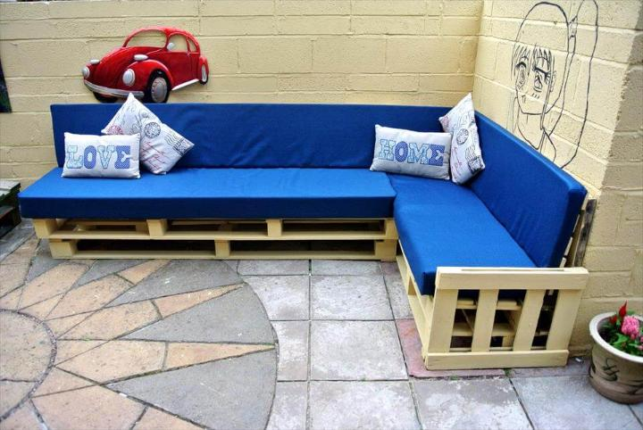 reclaimed pallet sectional sofa set with blue cushion