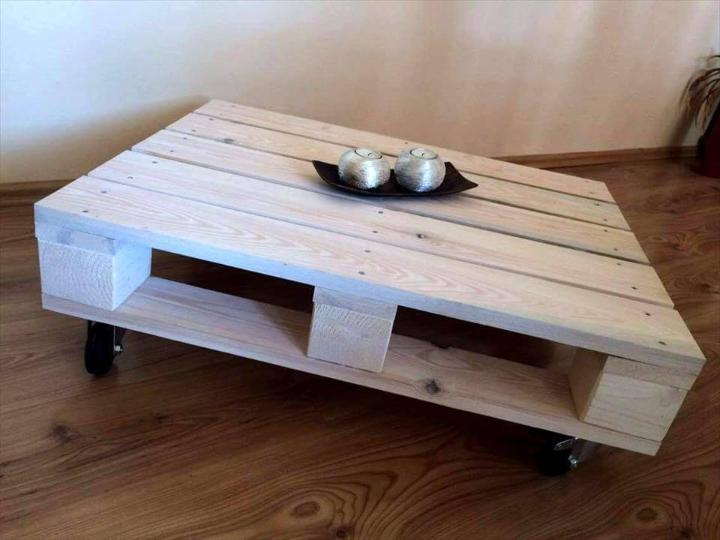 no-cost pallet coffee table on wheels