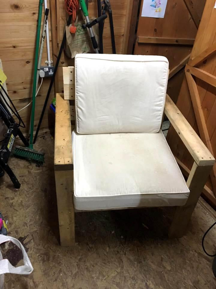 diy cushioned pallet armchair