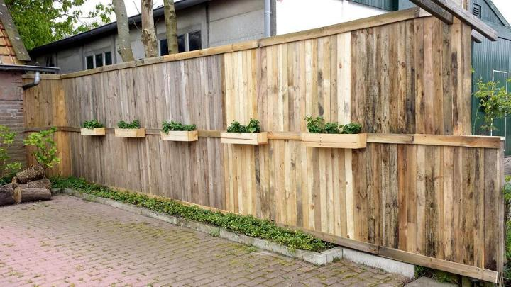 diy pallet fence wall with planter boxes