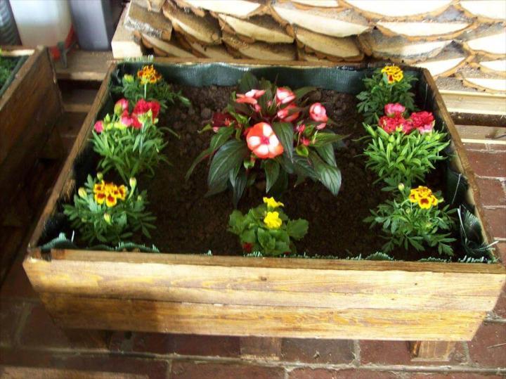 DIY pallet garden planter idea