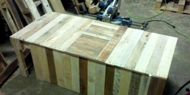 no-cost rustic pallet window bench