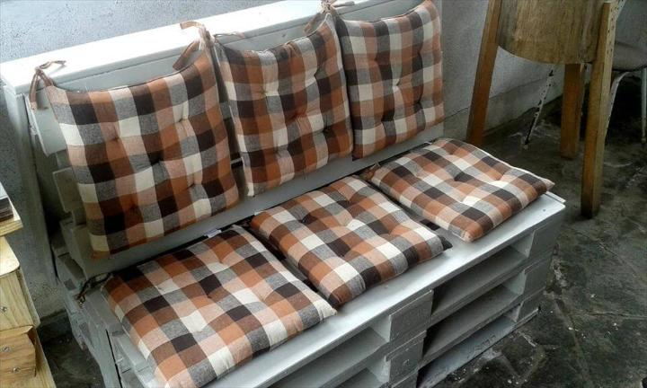 custom robust wooden seat made of easy piling of pallets